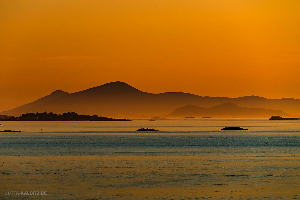 Sonnenuntergang an der Küste bei Bud